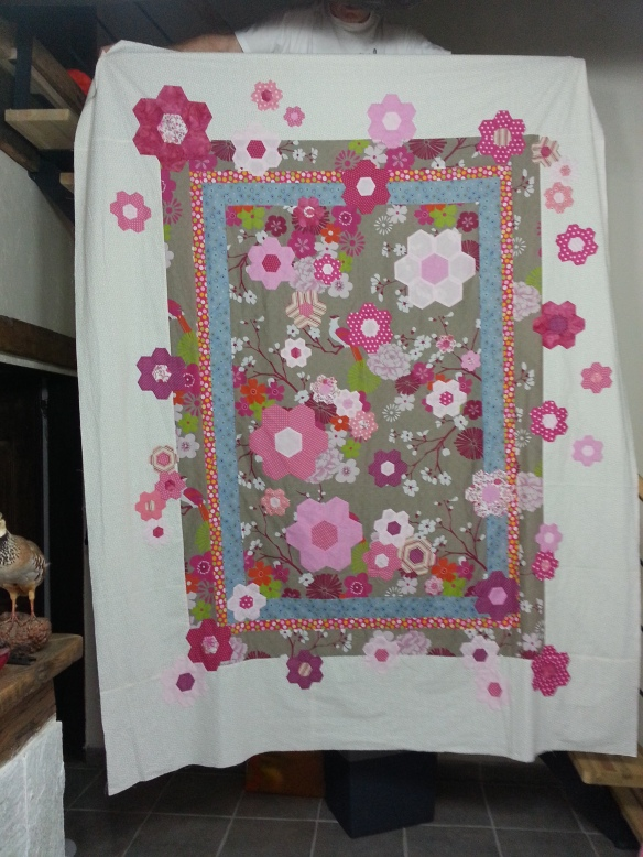 Made with the Magen's Flower Garden pattern by Nadia Massoni